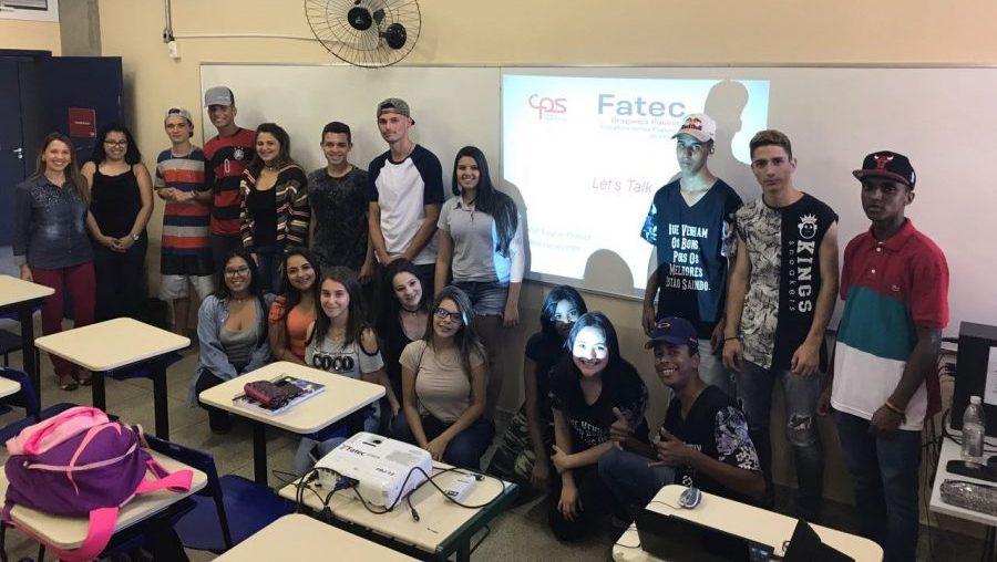 ACONTECE NA FATEC BRAGANÇA | A primeira aula de inglês do projeto Let's Talk para alunos do Ensino Médio